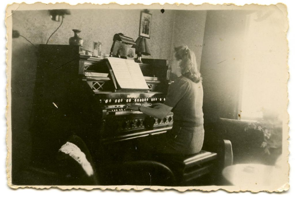 Wietske speelt orgel